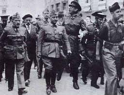 Franco recorre triunfal Toledo tras ser rescatada del ejército rojo.