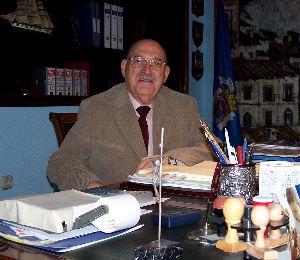 El ex concejal independiente Enrique Remartínez, ya fallecido, se opuso a cualquier tipo de ayuda económica a Bohórquez.