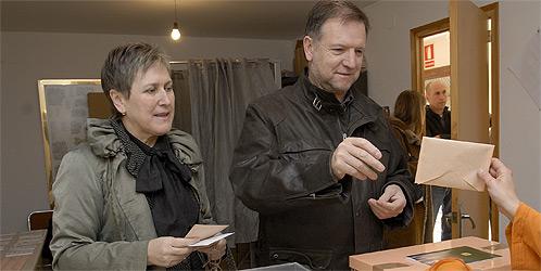 Fotografía de archivo de Marcelino Iglesias y su mujer María Cuartero