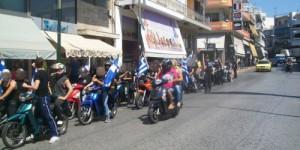 Moteros de AD recorren los barrios conflictivos de Atenas.