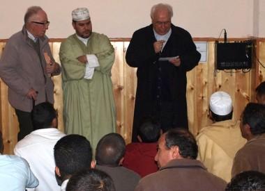 La rendición de la Iglesia al islam: El obispo de Segovia acudió a la mezquita de la ciudad para ponerse a las órdenes de sus nuevos amos.
