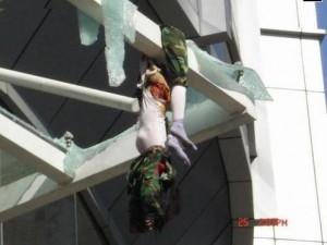 Imagen de un suicidio por la crisis. La prensa no informa.