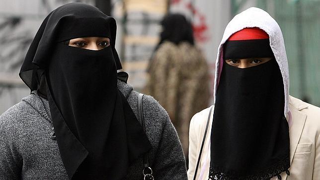 Dos modelos de niqab en Londres
