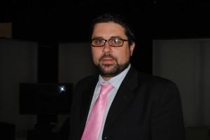 Yasin Puertas, conductor del polémico debate.