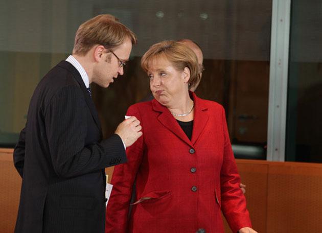 Weidmann (del Bundesbank) y la canciller alemana Merkel