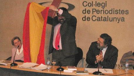Francisco Caja, a la derecha aplaudiendo.