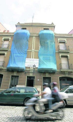 Edificio de la calle de Honesto Batalón ocupado.
