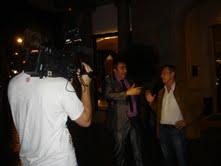 Armando Robles y Josep Anglada, en la puerta del hotel Mejestic, cuartel general del equipo de AD durante su estancia estos días en Barcelona.