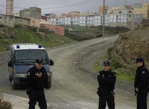 Policías nacionales vigilan el barrio del Príncipe, foco de delincuencia.