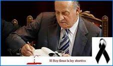El Rey firmando la ley del aborto.