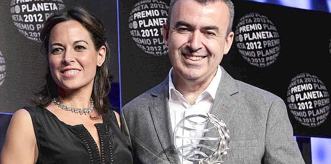 Lorenzo Silva y Mara Torres, ganador y finalista del Premio Planeta.