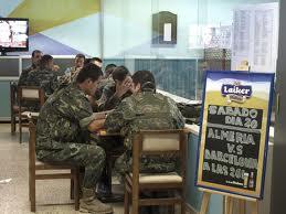 ¿Militares o funcionarios de cantina?