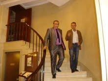 Josep Anglada y Armando Robles, al finalizar la entrevista en el hotel Majestic de Barcelona.