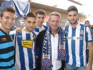 Anglada, con aficionados del Espanyol.