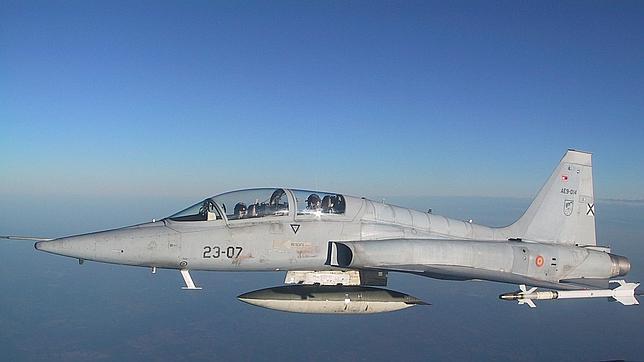 Foto de un Northrop F-5 del Ala 23 tomada desde la cabina de otro avión de la formación