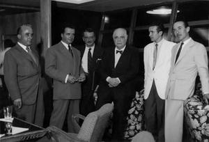 De izquierda a derecha, Martín Vera, Plácido Fleitas, Decarlo (periodista del Diario Falange), Eugenio D'Ors, Ventura Doreste y Juan Ismael