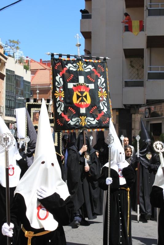 El Foro e Izquierda Unida se salieron con la suya contra la voluntad de los cofrades, hermanos y procesionantes.