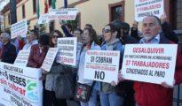 Trabajadores protestando por no cobrar sus sueldos