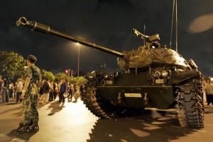MILITARES ESPAÑOLES RODEAN LA GENERALITAT Y DETIENEN A LÍDERES SEPARATISTAS