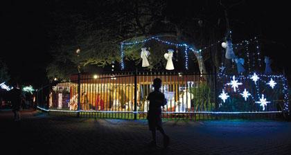 El orfanato de Jakaranda Kinderhuis, con su iluminación navideña.