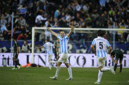 El Málaga celebra el tercer gol ante el Madrid en La Rosaleda.