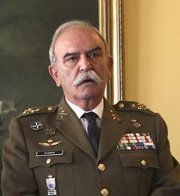 El señor Pitarch, con el uniforme militar.