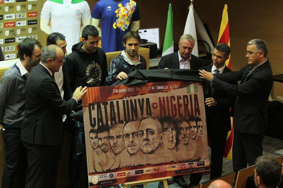 En la imagen, el acto de presentación del partido entre las selecciones catalana y nigeriana.