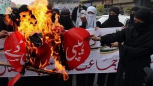 Musulmanas se manifiestan contra la celebración de San Valentín.