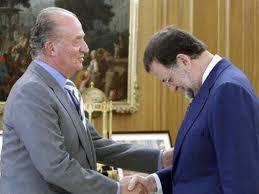 Rajoy saluda al rey.