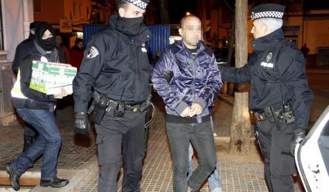 El primero de los detenidos es un gitano perteneciente al clan de los 'Manzanos'.