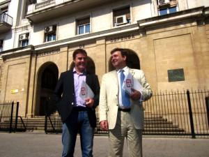 En la imagen, dos dirigentes de Solidaritat tras presentar una denuncia contra el coronel Alamán por sus declaraciones en AD