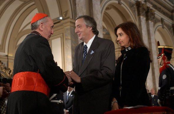 Bergoglio y el matrimonio Kirchner (el ya fallecido)