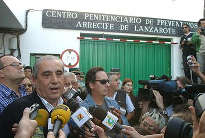 Dimas Martín minutos antes de entrar en la prisión de Tahiche