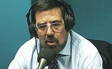 """Enrique de Diego, autor de """"Dando caña"""", durante uno de los programas de radio que dirigió durante su vinculación al grupo Intereconomía."""