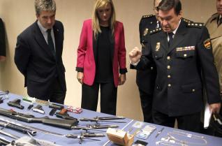 El director general de la Policía, Ignacio Cosidó y la delegada del Gobierno en Madrid, Cristina Cifuentes.