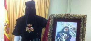 El preso que será liberado, junto a un cuadro de Jesús El Rico.
