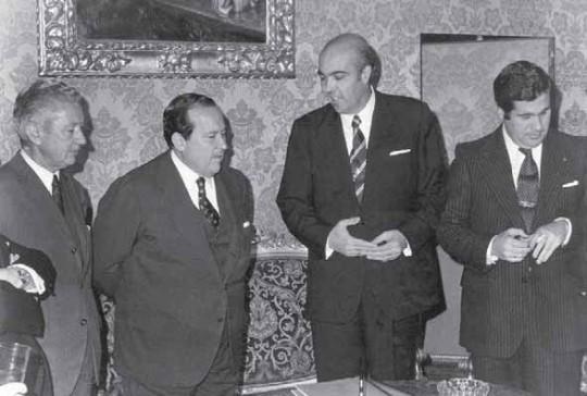 Alfredo Sánchez Bella, segundo por la izquierda