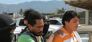Las autoridades trasladan a algunos de los implicados en la violación de seis mujeres españolas.