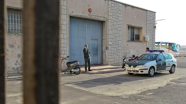 Imagen del depósito judicial asaltado en noviembre de 2011; Fernández Díaz, en la imagen superior