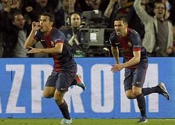 Pedro (i) celebra su gol junto a Villa.