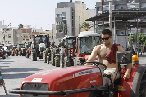 Los agricultores de Benicarló protestan con una 'tractorada' por los robos en el campo