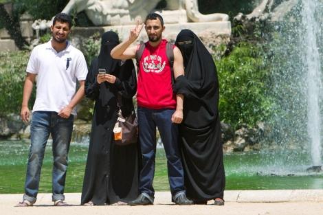 Imagen de mujeres con burka en Barcelona
