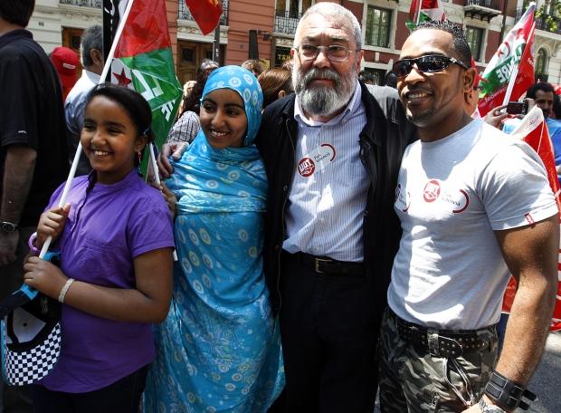 Cándido Méndez junto a un grupo de inmigrantes