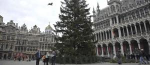 La Grand Place de Bruselas, cuando se colocaba el árbol