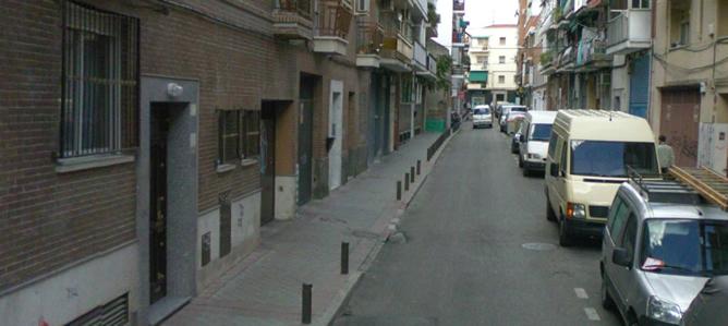 Portal número 16 de la calle Francisco Paino del barrio madrileño de Carabanchel donde un joven de 22 años apuñaló a una chica de 15.