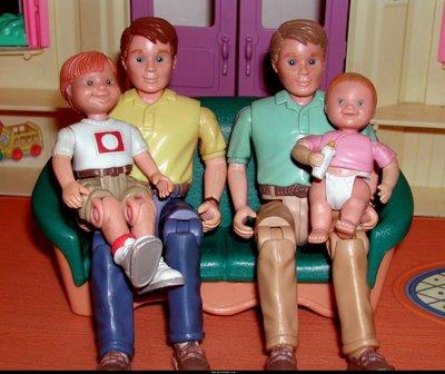 La familia homosexual adoptiva
