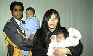 Imran Firasat, junto a su mujer y sus dos hijos.