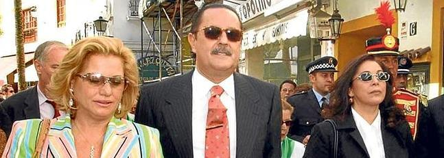 Mayte Zaldívar, Julián Muñoz e Isabel Pantoja, cuando ya se rumoreaba el noviazgo entre el exalcalde y la tonadillera.