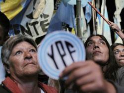 Imágenes de las protestas ciudadanas en Argentina pidiendo la expropiación de YPF, la filial de Repsol en el país.