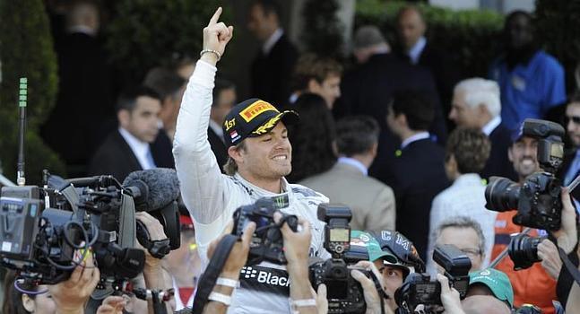 Rosberg celebra su triunfo en Mónaco.